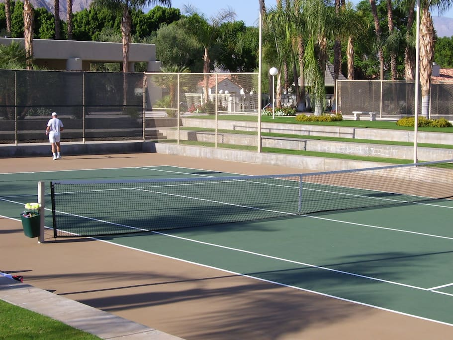 Free access to five tennis courts.