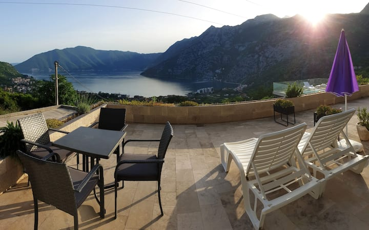 Flat & pool with stunning view in Risan!