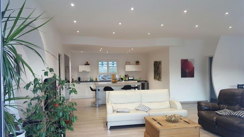 Chambre dans grande Villa Moderne - Jarjayes