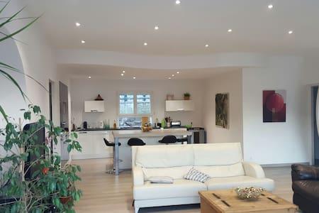 Chambre dans grande Villa Moderne - Jarjayes - Bed & Breakfast