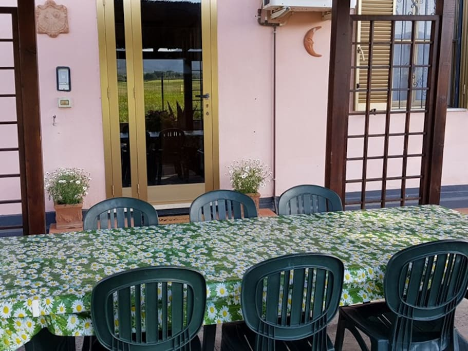 Tavolo all'esterno per pranzi/cene