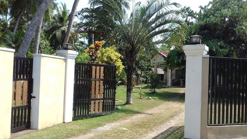Huzzle buzzle free airy villa.