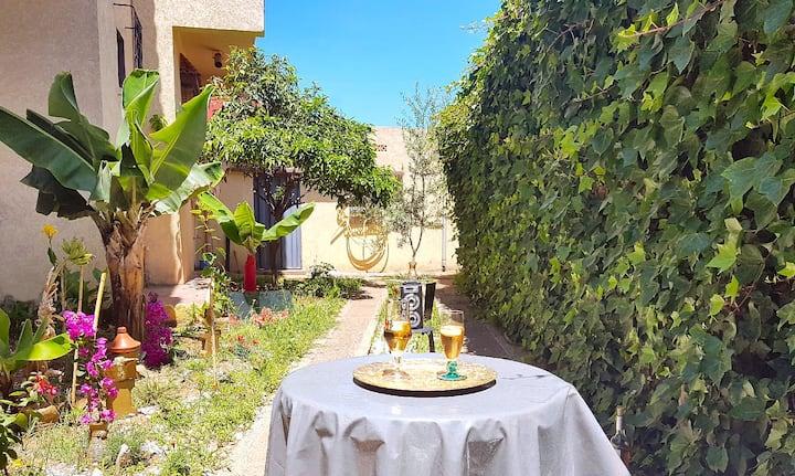 Chambre calme sur jardin quartier Jawhara