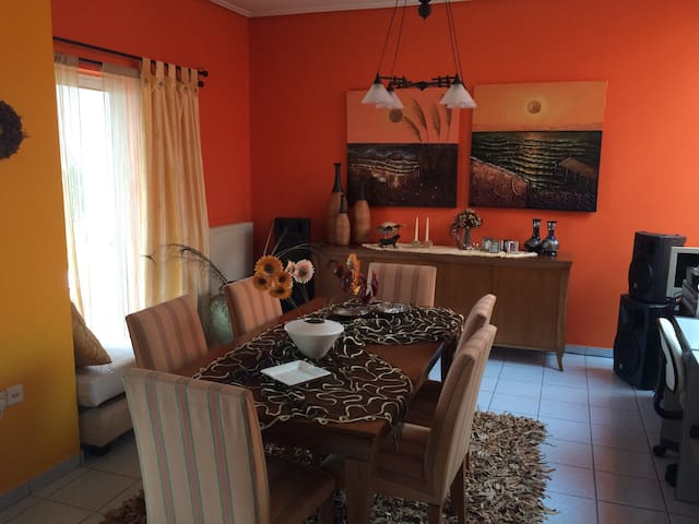 A HOYSE NEAR TO ALL GREAT PLACES - Chalcis - Apartamento