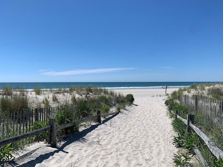 Ocean View Studio: Steps to Beach and Restaurants