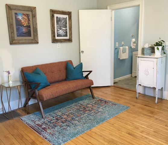 Contemporary Berkshires Getaway - Pittsfield - Apartament