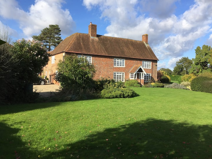 Glorious 17 c Farmhouse - convenient location