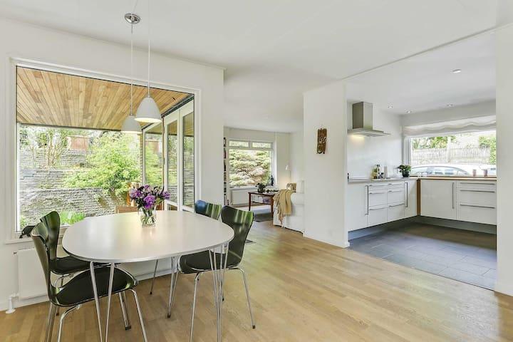 Huge modern villa right next to woods & beach - Vedbæk - Ev