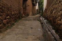 需要步行向上的小巷