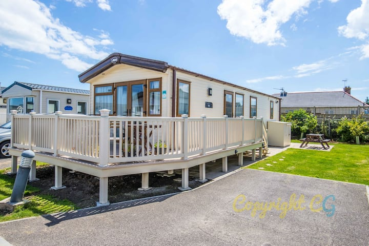 SBL15 - Camber Sands Holiday Park - Sleeps 6 + 2 Dogs - Gated Decking - Bath - Washing Machine - Private Parking
