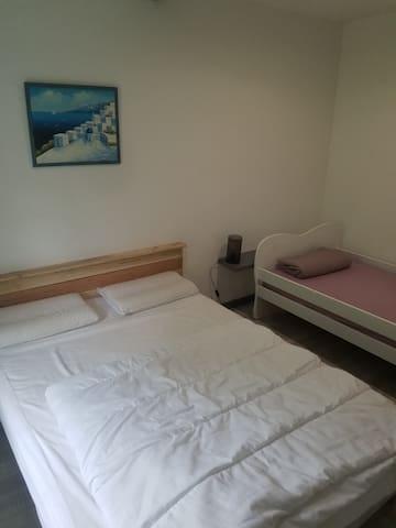 Chambre lit en 140 et lit pour enfant moins de 10 ans