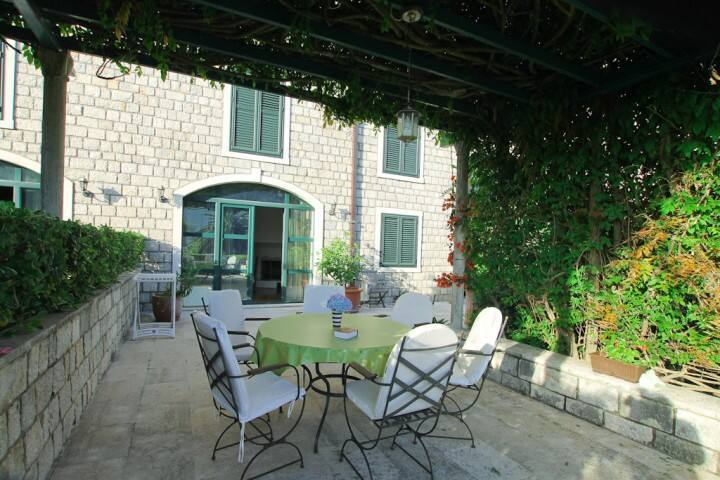 Three-storey villa in H.Novi, 100m from the beach - Herceg - Novi - Villa