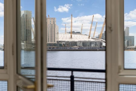 Luxury 2 Bed Apartment, Canary Wharf, Flat A