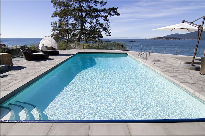 Luxury Oceanfront Mansion Sleeps 14 - West Vancouver