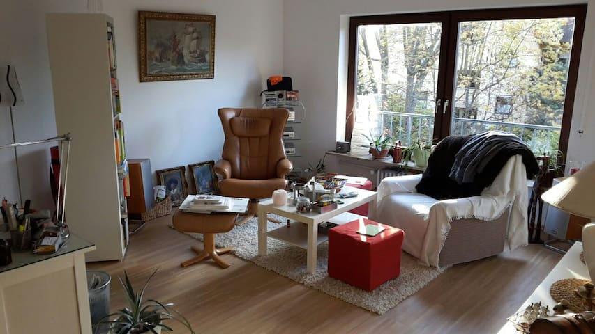 helle und großzügige Wohnung - Buckenhof - Appartement