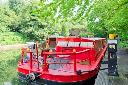Warm cosy cabin in houseboat near Kings Cross - London