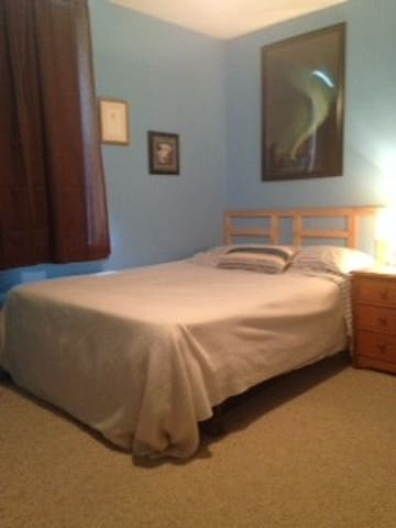 2 Bedrooms Near Philly For Groups of 2 - 5 Guests - Woodbury - Townhouse