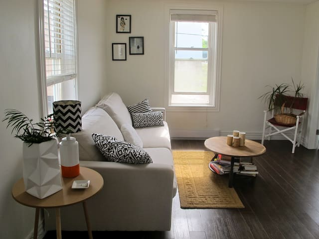 """THE BRINLEY"" COZY 2BR Uptown APT 1 - Saint John - Apartament"