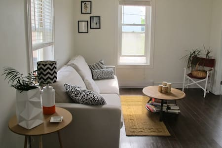 """THE BRINLEY"" COZY 2BR Uptown APT 1 - Saint John"
