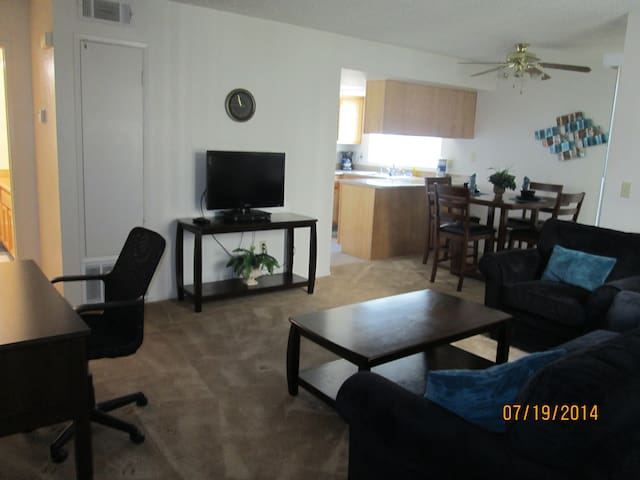 Luxury furnished 1 Bdrm Apt sleep 4 - Bakersfield - Apartamento