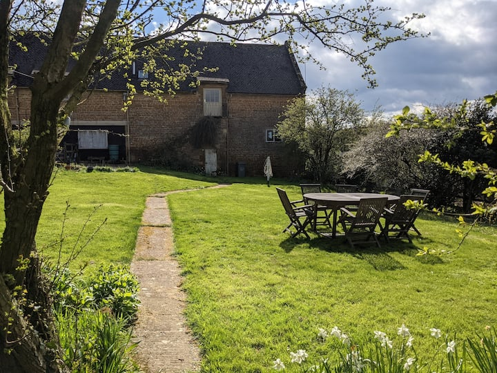 Luxury Cotswold 2 bed accomodation with parking