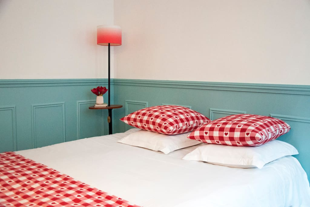 Sleep cosy & comfy in your queen size bed!