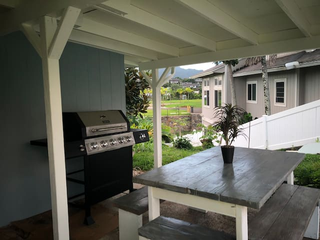 Cozy Kaneohe Haven w/Grill, Picnic Tabel & Laundry