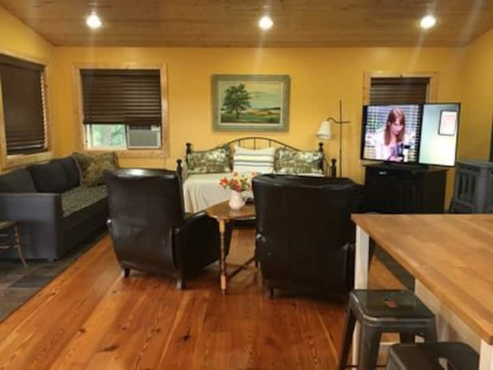 Cute cabin between Sandpoint and Coeur d'Alene!
