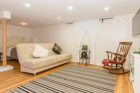 Modern 1 Bedroom Apt, NY Close.