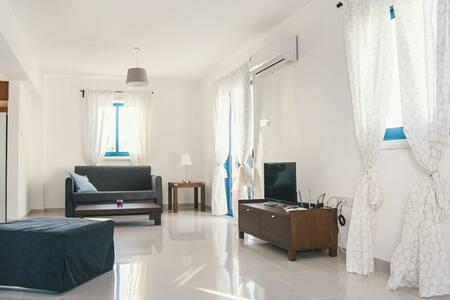 Ayios Therissos No33 3BR House near the Beach