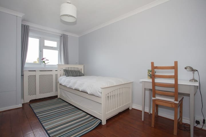 Quiet-Clean-Free parking & Wifi-double/single room