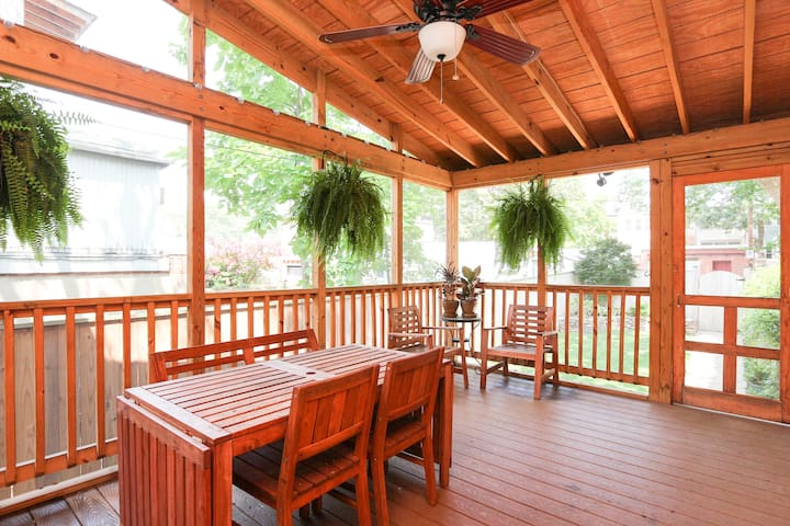 Screened Porch Overlooking Back Yard