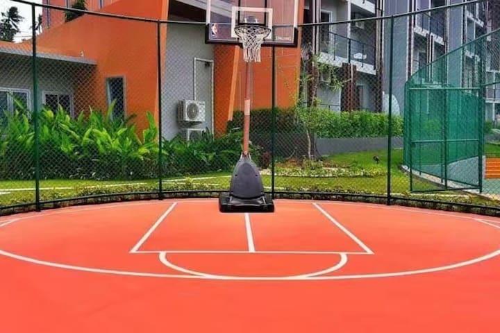 Large Pool View Apt: Free Wifi, Gym, Tennis, Pool