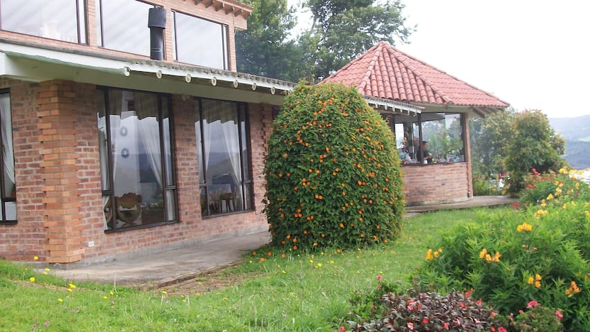 Mountains and lake country house - Guatavita - Dom