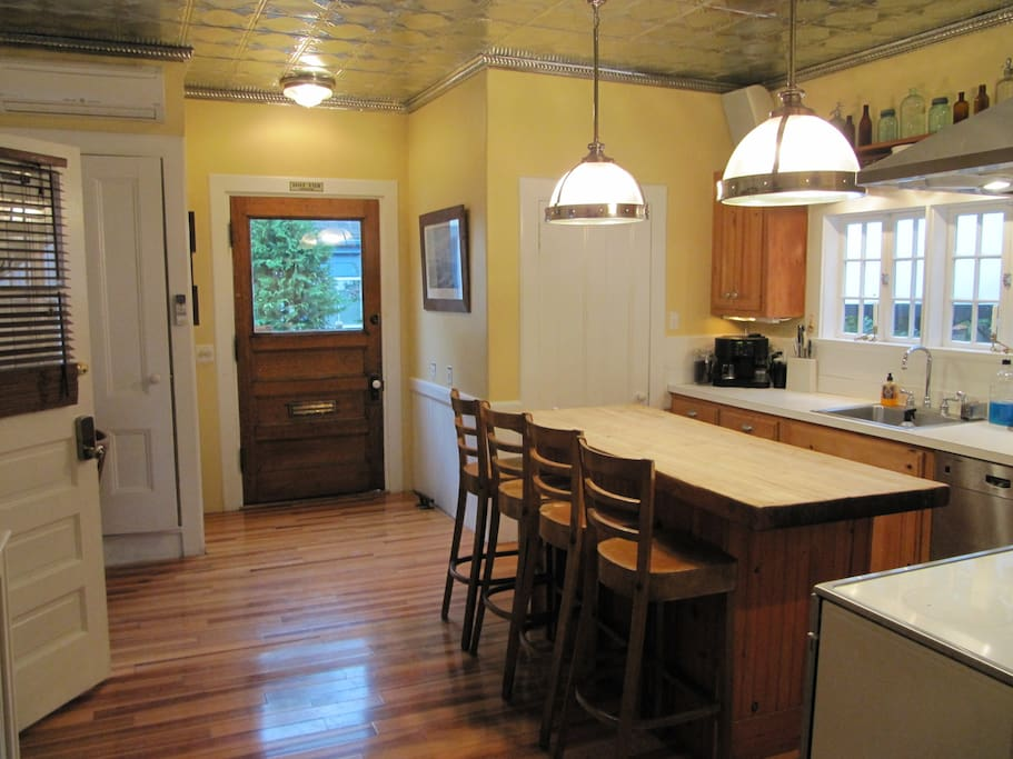 large eat in kitchen with washer dryer and dishwasher
