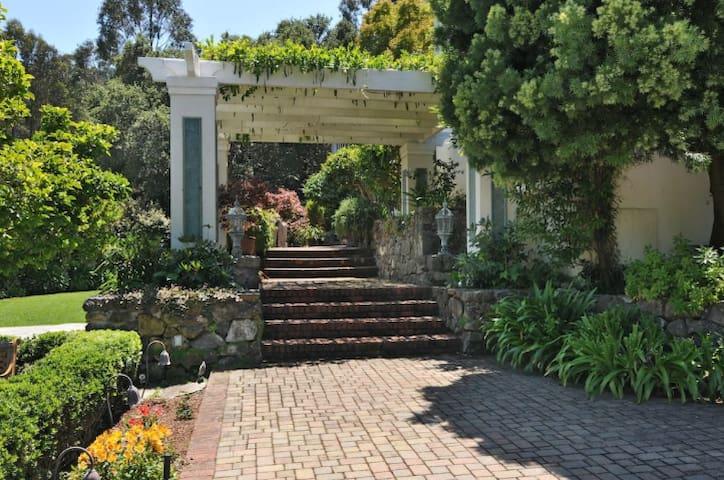 Guest suite with bay view - Hillsborough - Vila
