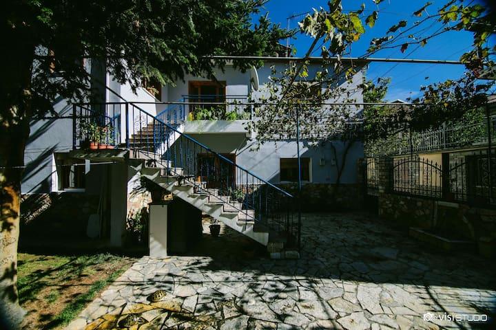 Two-Bedroom Apartment - Korçë - Huis