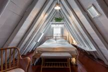 The attic with an additional double bed.