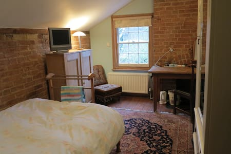 Cosy single room in family home, with b'fast - 2 - Oxford - Bed & Breakfast