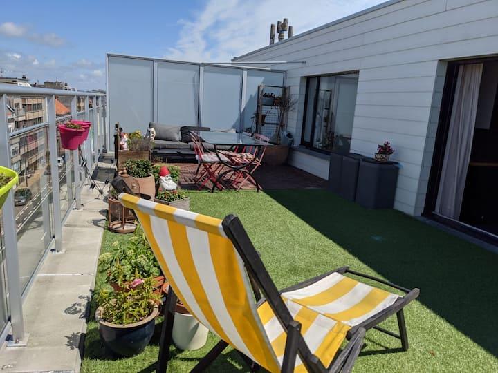 Penthouse met zonnig terras vlakbij het strand!
