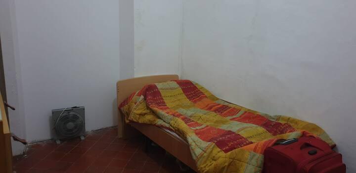 Habitación con pequeño office