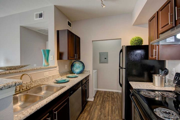 Southeast Of Downtown Apartments - Austin - Apartment