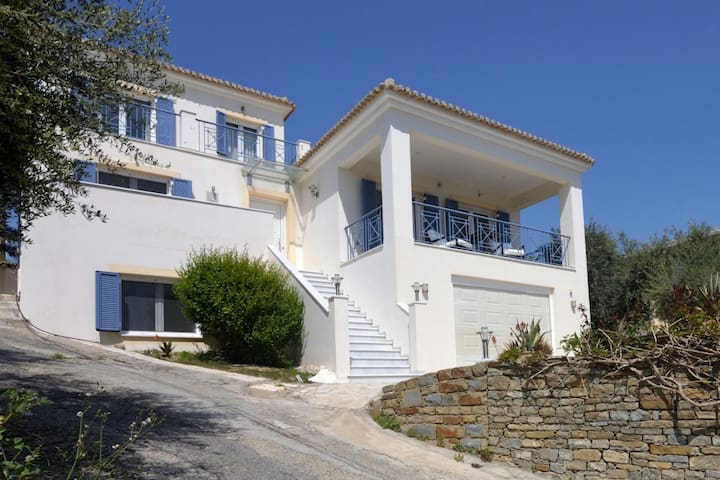 Beautiful villa on the bay of the cozy fishing village Finikounda, Peloponnese