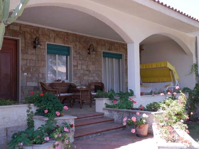 Villa con giardino a due passi dal mare - Marina di Modica - 一軒家