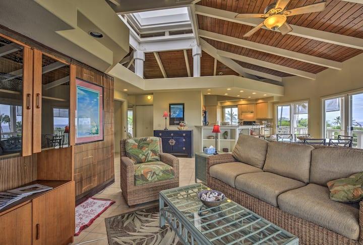 Kailua-Kona Apartment w/ Pool, Deck & Ocean Views!