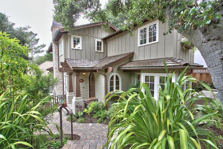 Charming Carmel Cottage - Easy Walk to Beach/Town