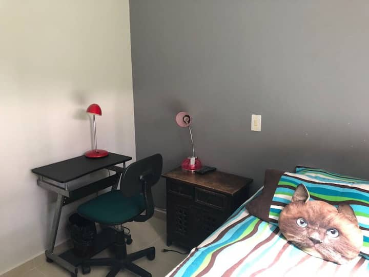 Cozy room in Medellin- central location