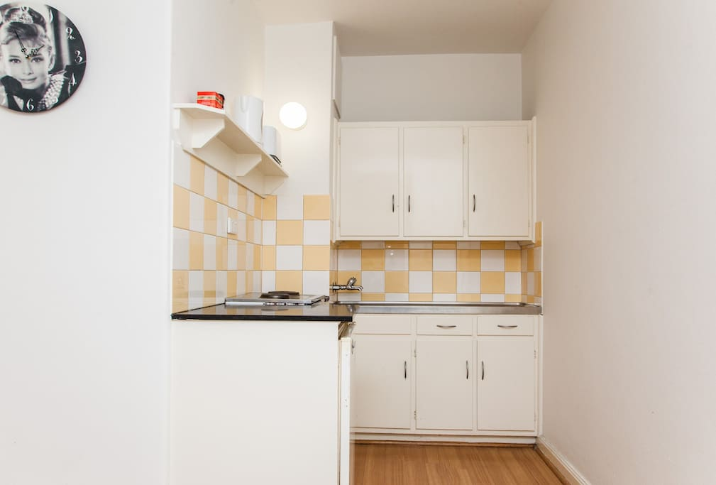 Fully furnished kitchen with fridge, oven, stove, kettle & toaster