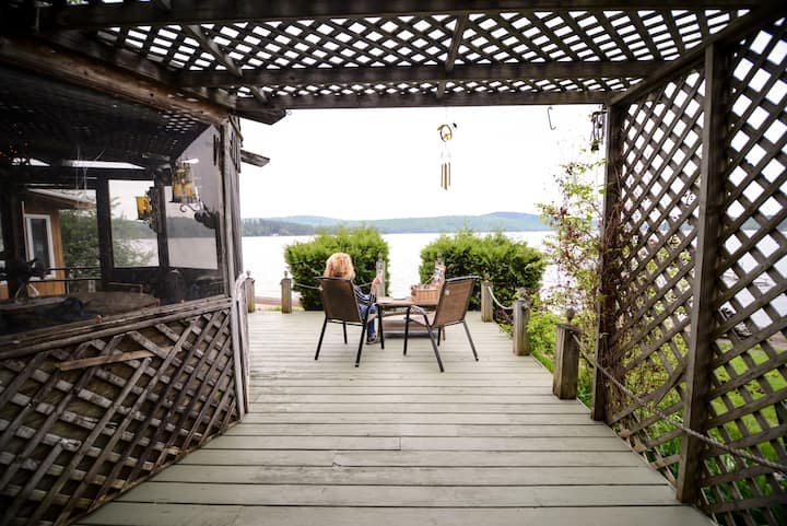 The Apple Tree Lodge – Your Lakefront Oasis