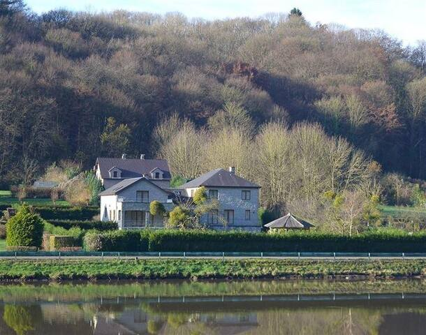 Spacieuse villa familiale au bord de Meuse